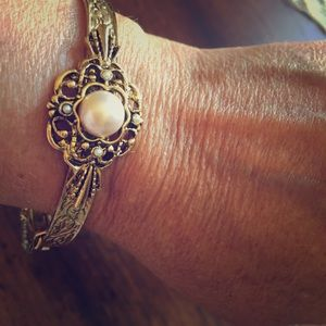Jewelry - Gold Bracelet With pearls